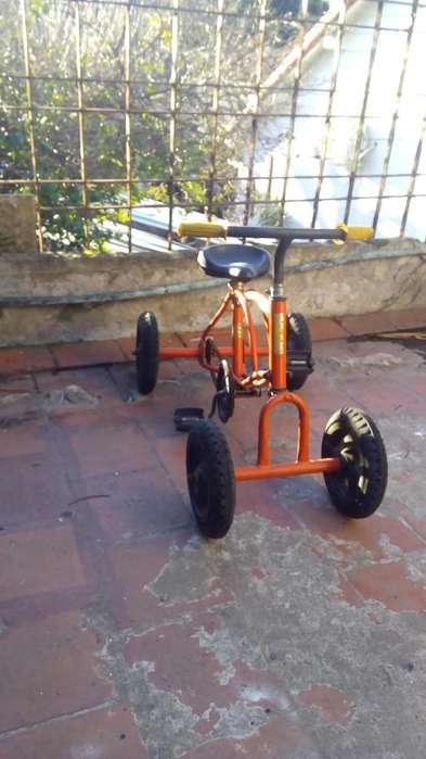 Exelente cuatriciclo a pedal,regalo ideal .