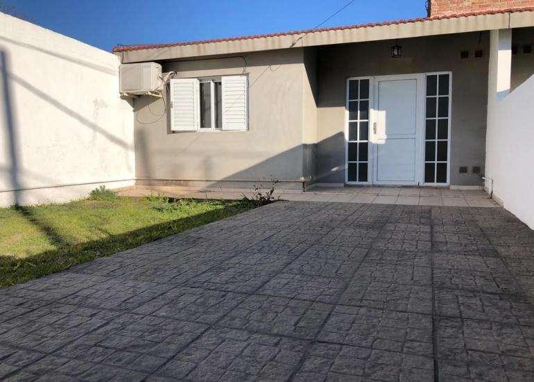 Casa de 2 dormitorios zona Circunvalacion y Av. Almafuerte