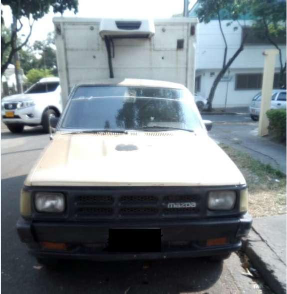 Gangazo -Motivo Viaje- Camioneta Furgón Mazda B2200 con Trabajo