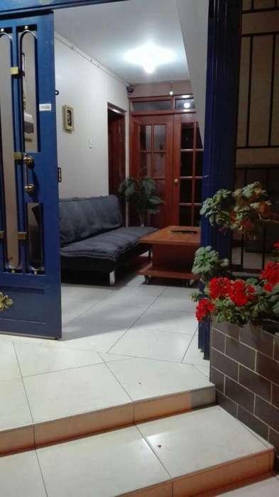 alquilo en pleno centro de chiclayo,departamento amueblado en mil .trescientos cincuenta soles. servicios incluidos.