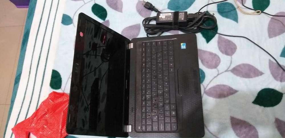 Vendo Laptop Compac con Teclado Usb
