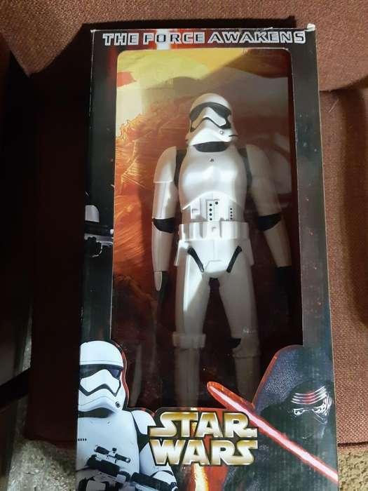 Vendo Muñeco Star Wars 45 Cm con Detalle