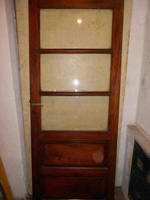 puerta de cedro con vidrio