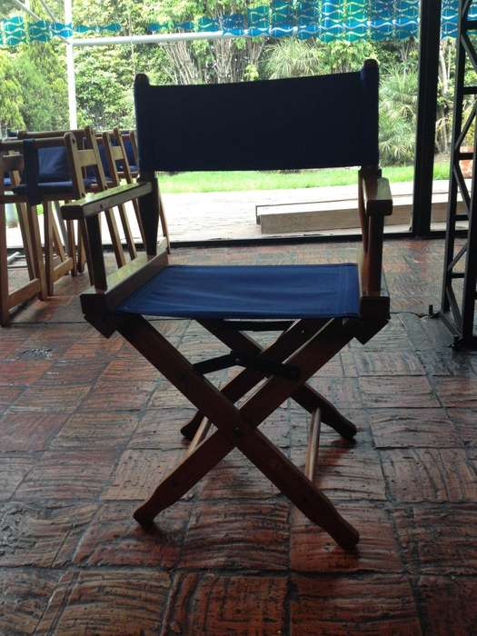 <strong>silla</strong>s plegables en madera con lona azul