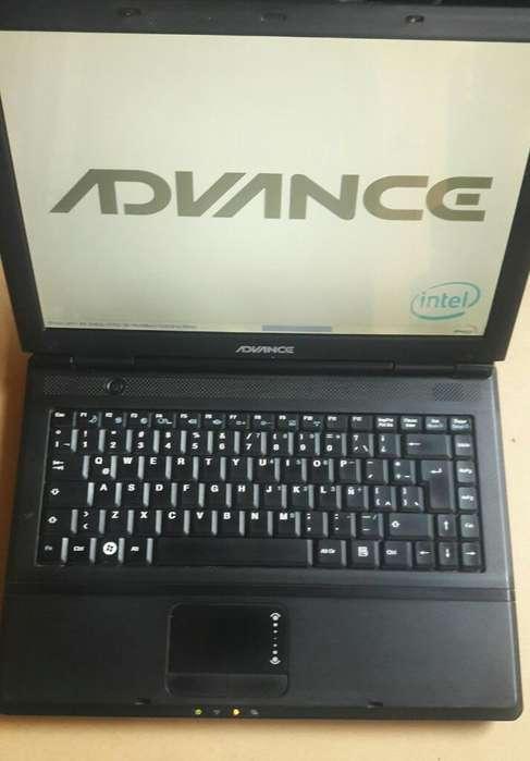 Laptop Advance de 14 Pulgadas