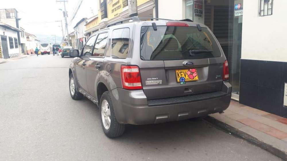 <strong>ford</strong> Escape 2010 - 140000 km