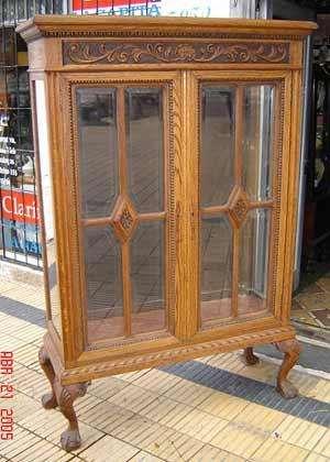 antigua vitrina chippendale chipen roble de eslabonia impecable cristal biselado