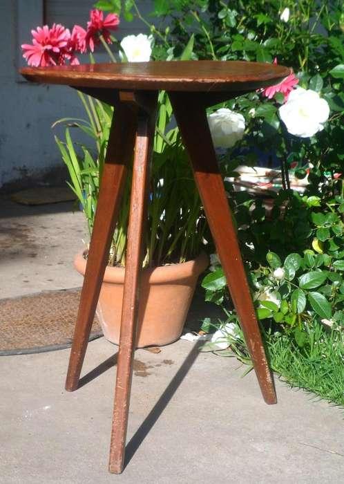 RARA mesa alta escandinava ratona ò rinconera ò porta lampara diseño retro vintage minimalista
