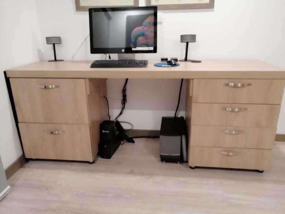 <strong>escritorio</strong> de Madera