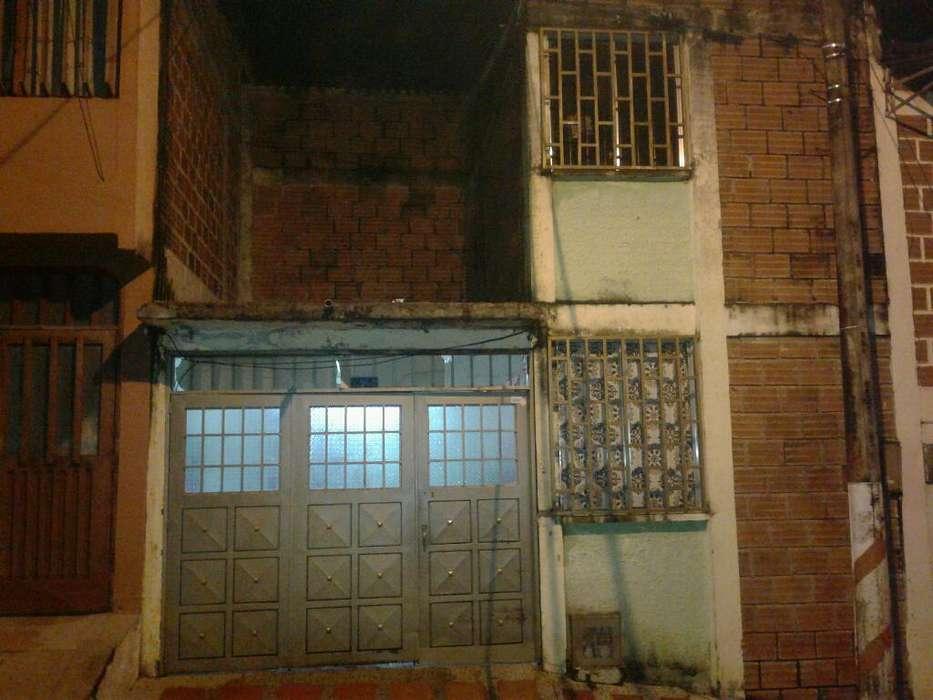Se Vende Casa en El Barrio Los Girasoles