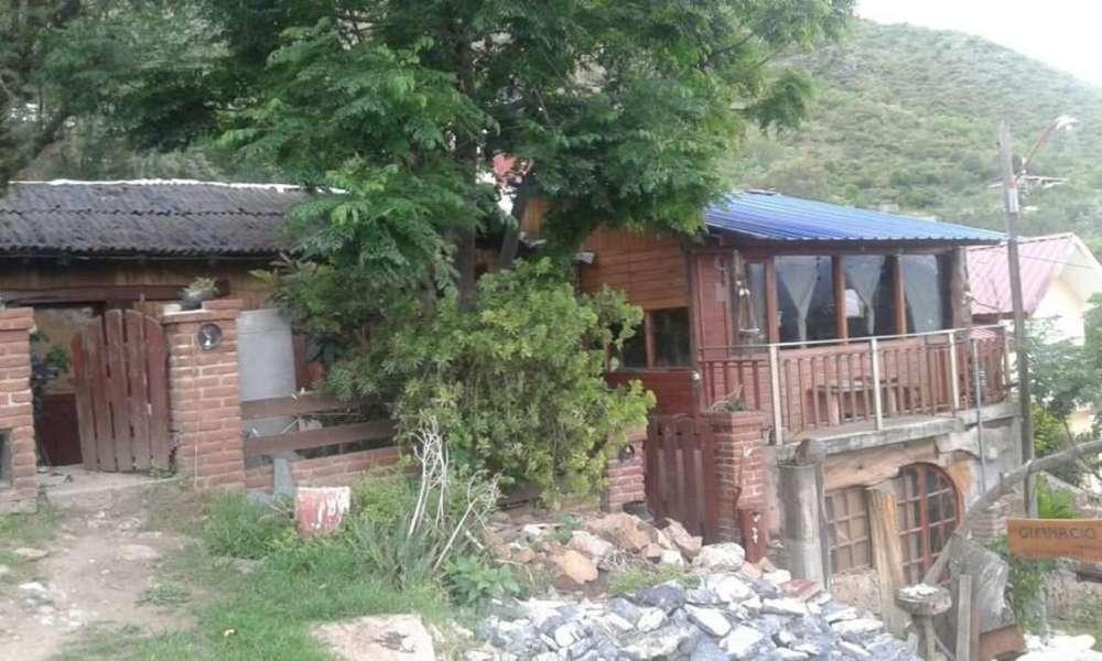 Casa oportunidad Villa Carlos Paz 115mts2 cubiertos 525mts2 terrenos