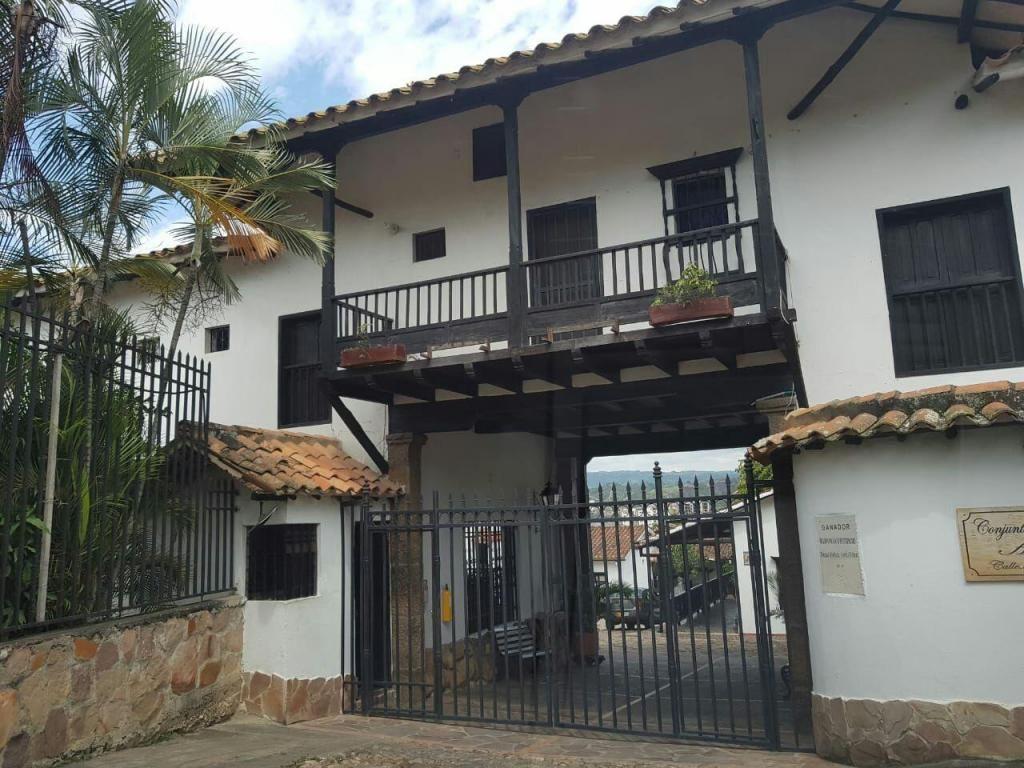 VENDO ALCALA GIRON SANTANDER CONJUNTO COLONIAL REFORMADA