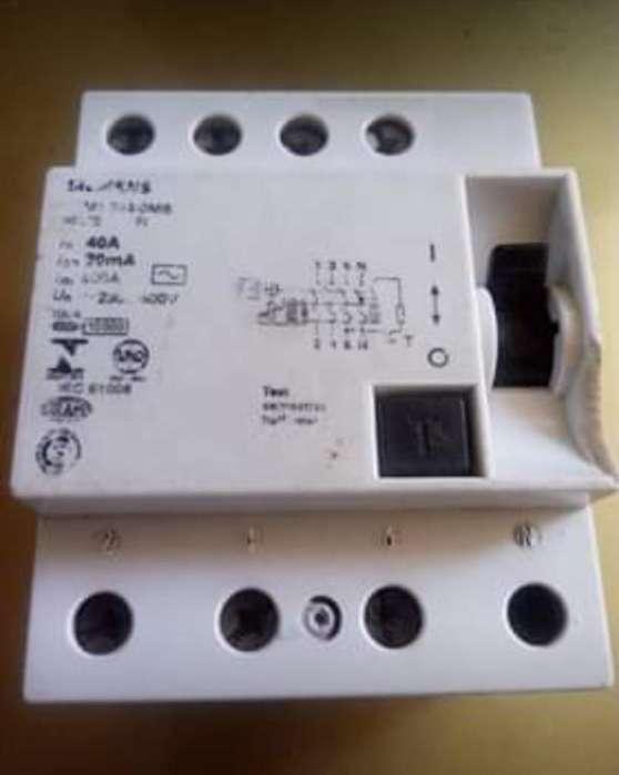 Disyuntor Siemens Tetrapolar 4x40