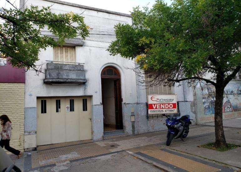 VENDO HERMOSA CASA CÉNTRICA. 4 DOR, COCHERA, FONDO