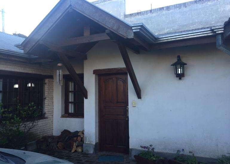 Casa en Congreso de Tucumán y san Lorenzo (Barrio Parque) permuta con casa en zona cÃntrica