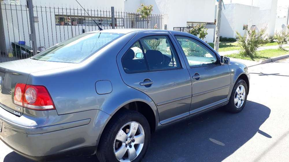 Volkswagen Bora 2011 - 235000 km
