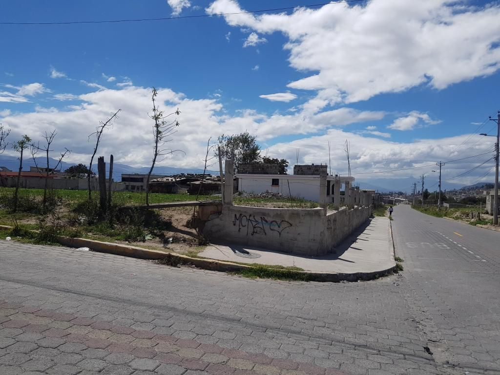 Marianitas Barrio La Pradera vendo terreno 8300 m2 esquinero.