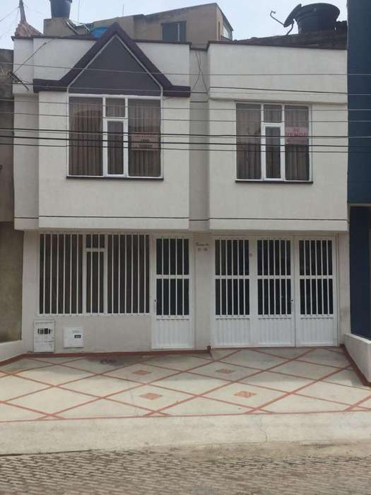 Se Vende Hermosa Casa Bifamiliar