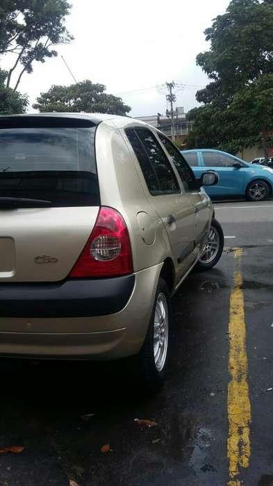 Renault Clio  2004 - 146000 km