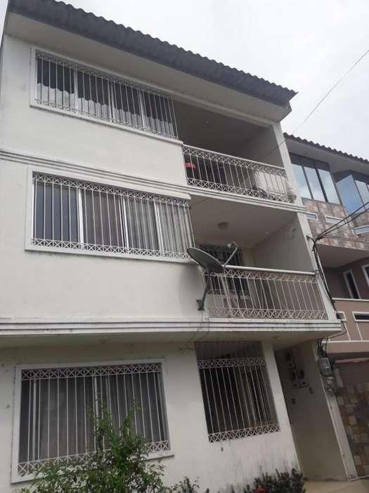Casa en La Tolita2 con 3 Departamentos