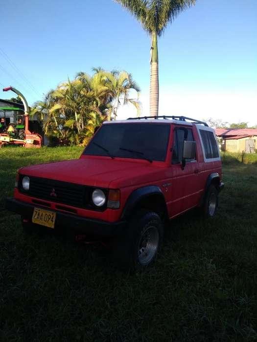 Mitsubishi Montero 1989 - 400000 km
