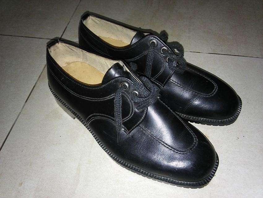 Zapatos cuero color negro, numero 39 usados, buen estado.