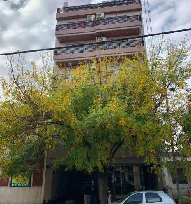 Excelente departamento de 1 Ambientes contra-frente con balcón corrido en ALQUILER en VELEZ SARSFIELD(MONTE CASTRO)