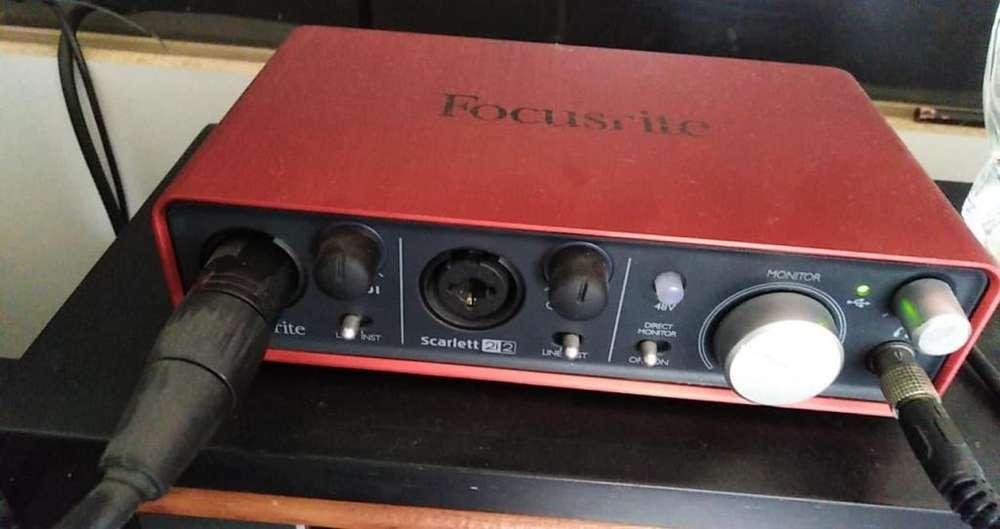 interfaz scarlett 2i2 microfono del mismo