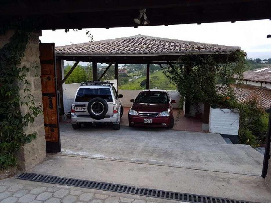 En Venta Casa con suite en Las Peñas, Tumbaco