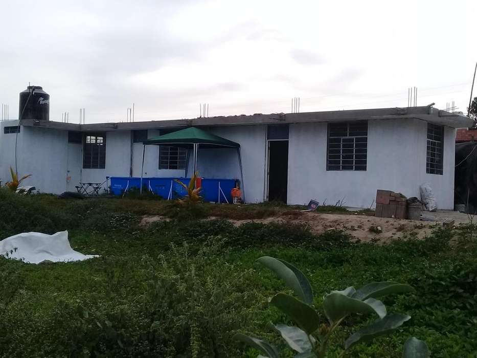 Casa de campo, cerquita del centro de Ica, en poblado con todos los servicios