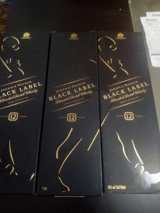 Vendo 3 Whisky Black Label Originales