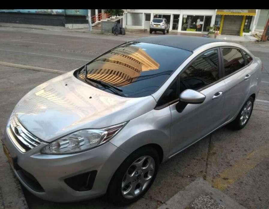 Ford Fiesta  2013 - 73000 km