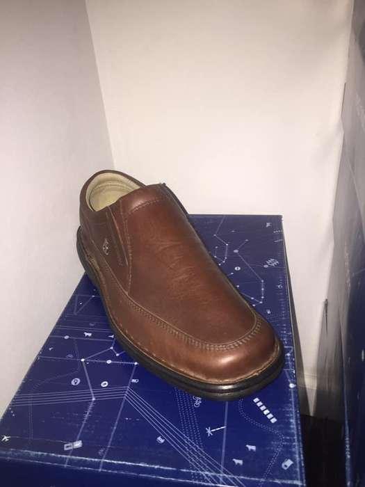 calzado de cuero marca Red Horn