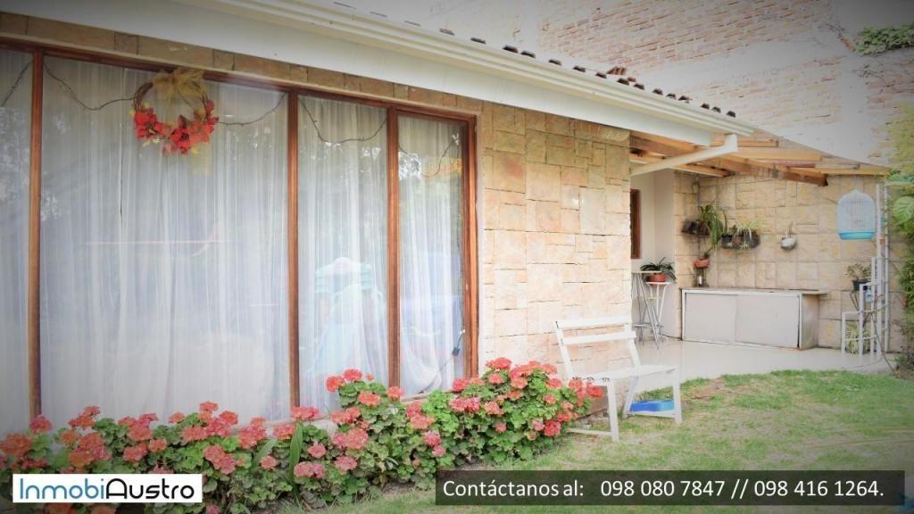 Hermosa Casa con Amplia Área Verde y Una Suite en el Sector Los Pinos, Ricaurte Info. 098 080 7847 // 098 416 1264