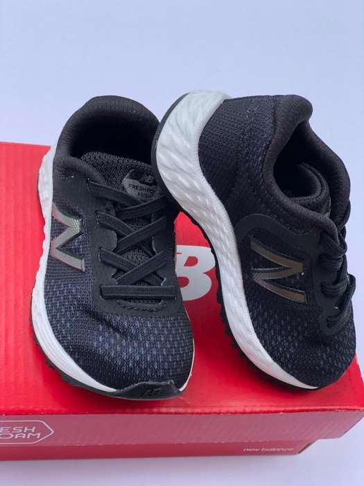 Zapatos New Balance para bebe color negros Fresh Foam