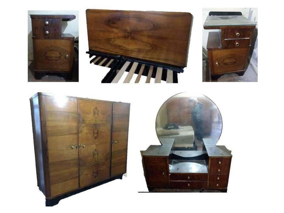 Juego de <strong>dormitorio</strong>, moderno años 50, Ropero, cómoda con espejo, mesas del luz y respaldo.