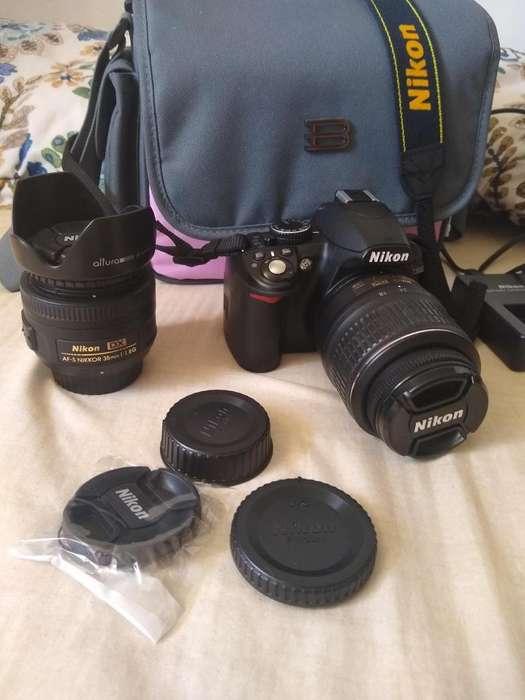 Vendo camara Nikon D 3100 , con su cargador protectores y un objetivo 35mm1:1.8G en perfecto estado poco tiempo de uso