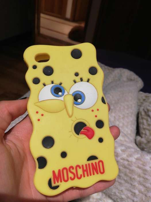 Forro Moschino iPhone 4