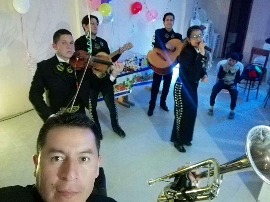 Mariachis en La Joya