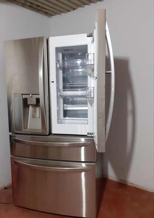 Refrigeradora French Door de 895 Litros