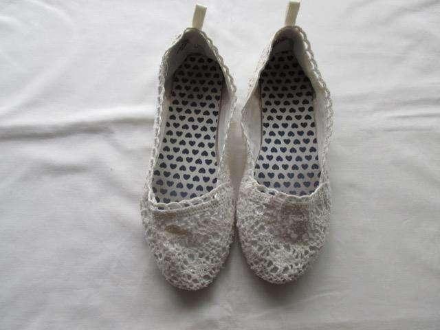 Zapatos chatitas de puntillas y broderí, marca europea!!!, muy buen estado!!