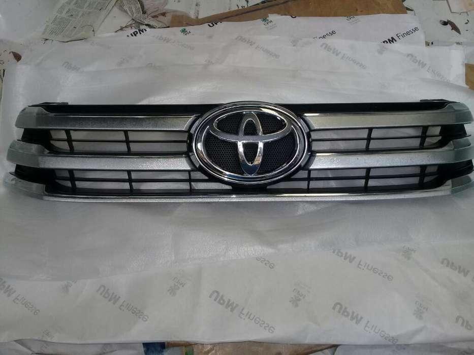 Parrilla Toyota Hilux Original