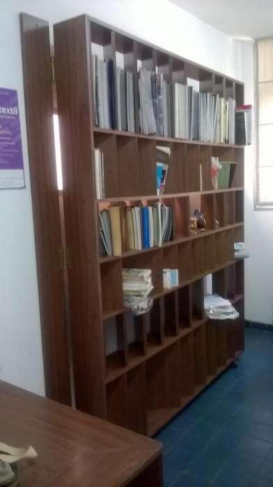 Biblioteca/divisor, ideal para <strong>oficina</strong>s o estudios, diseño único