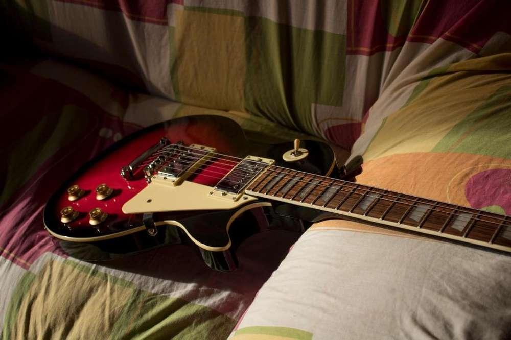 Guitarra Les Paul, marca Vozzex, 1 año de vida 4 meses de uso