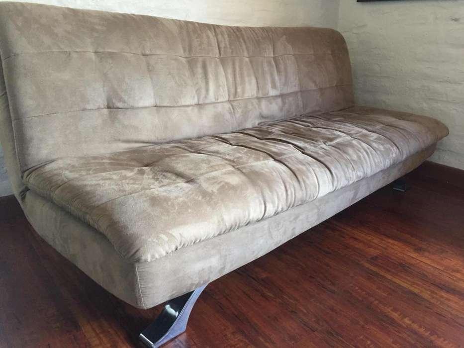Hermoso sofá cama, marca Colineal, como nuevo