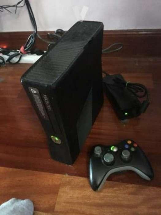 Xbox 360 con Dos Controles