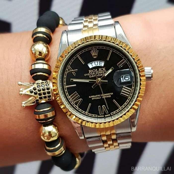 Se vende lindo reloj de dama Rolex plateado con el fondo negro y detalles en dorado
