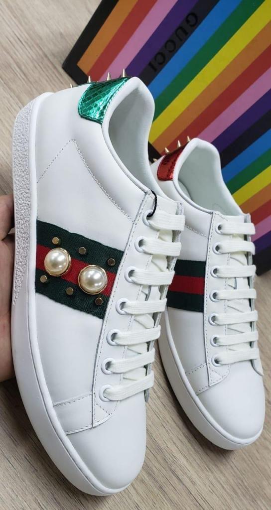 9572bd5e8 Tenis Modernos y Casuales marca Gucci para Mujer color Blanco con Detalles  Verdes y Pedreria