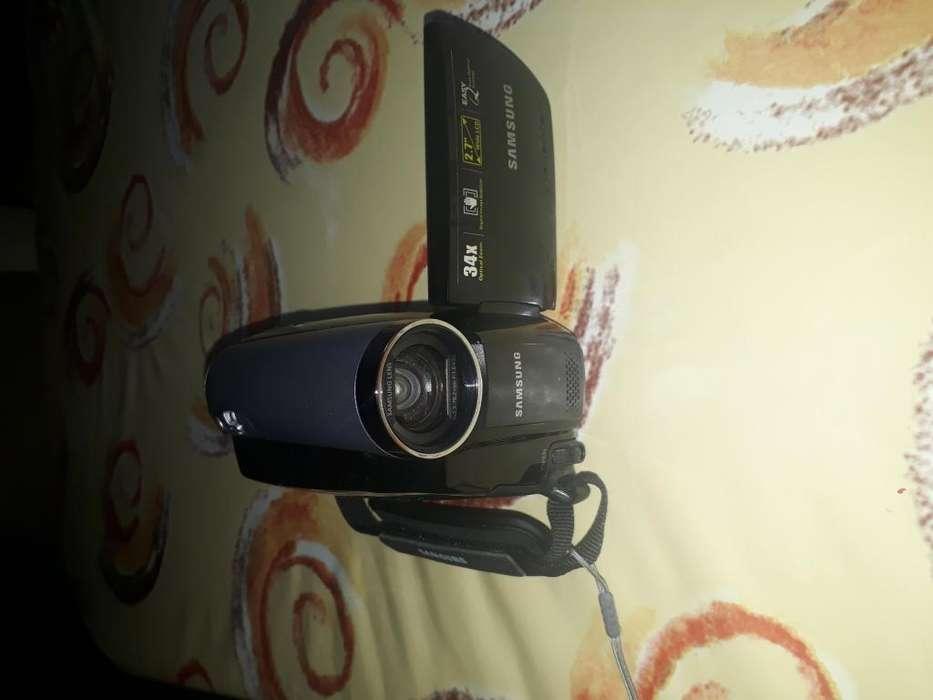 Filmadora Samsung 34x casi sin usodos bateriascasettes y estuche