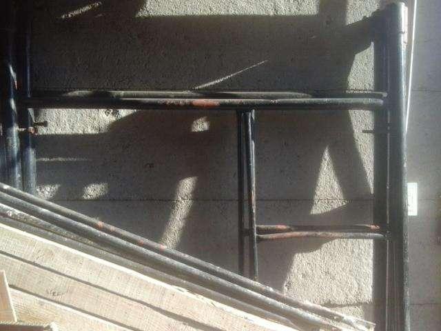 Se venden 3 cuerpos de andamios para la construcción